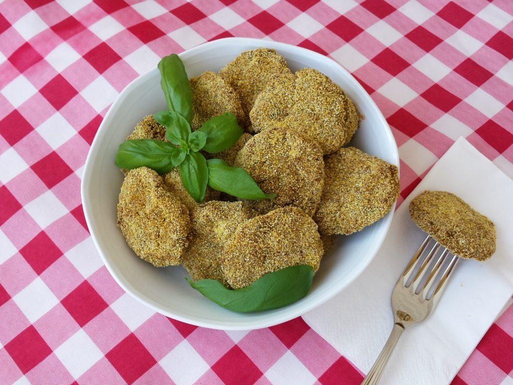 Nuggets de tofu e cogumelos com cenoura – veganos