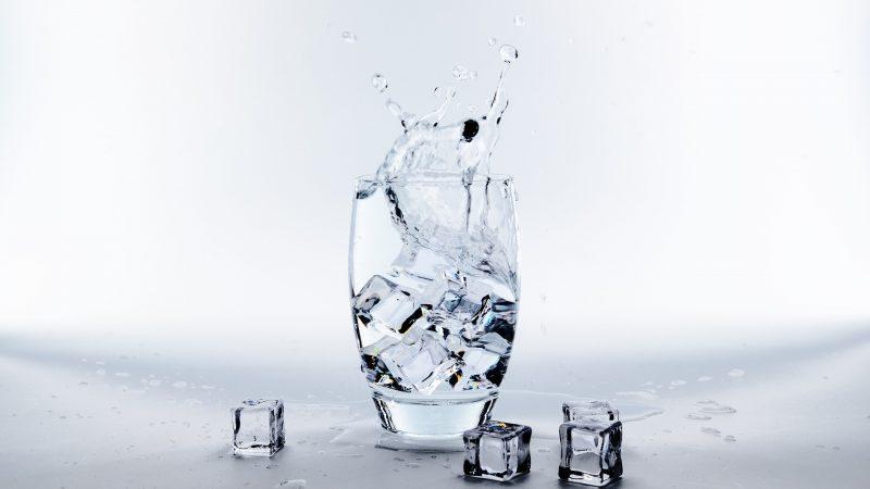 Beba água – 13 dicas úteis e simples que vão ajudar a beber mais água todos os dias